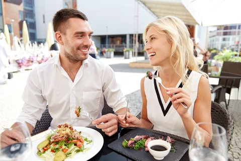 My Unpopular Dating Opinion : First Dates